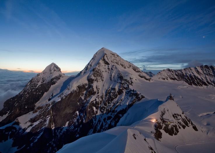 Mönch hinter Jungfraujoch-Top of Europe
